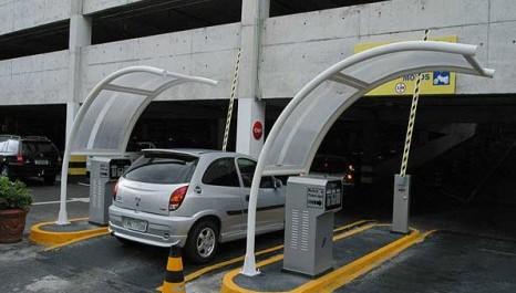 Nem posto de gasolina resiste à expansão imobiliária em SP