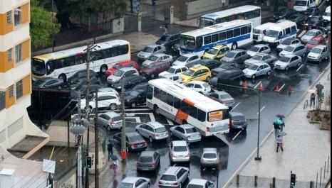 Justiça do Rio autoriza funcionamento do Buser, o Uber dos ônibus