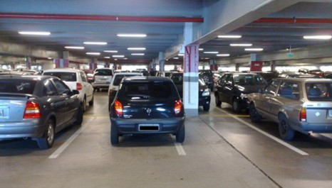 Comissão rejeita projeto que determina contratação de vigilantes para estacionamentos