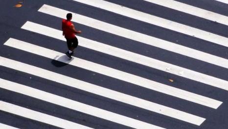 Multar pedestres. A incrível lei que pode criar 10 milhões de contraventores só em São Paulo