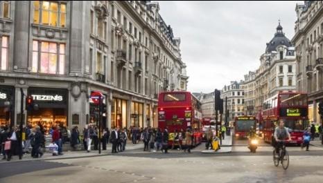 Ruas para pessoas, fim dos estacionamentos e ônibus movidos a café: Londres combate a poluição